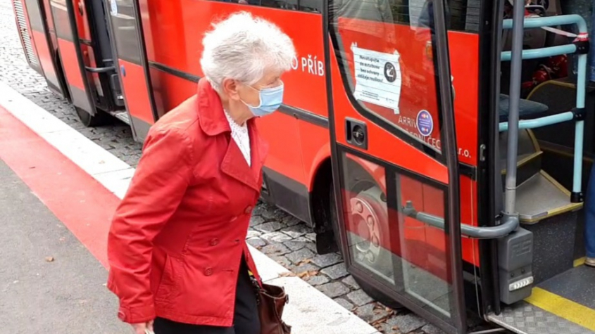 Všichni důchodci dostanou v prosinci jednorázově 5000 Kč
