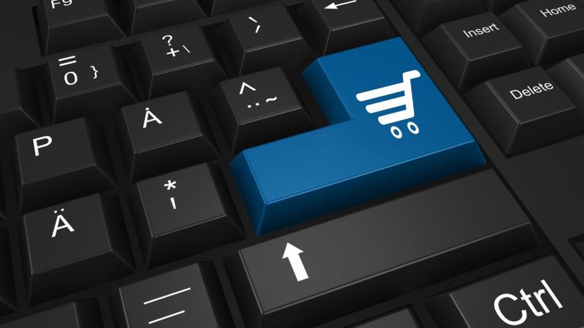 Podíl Čechů nakupujících na internetu letos stoupl na 54 procent