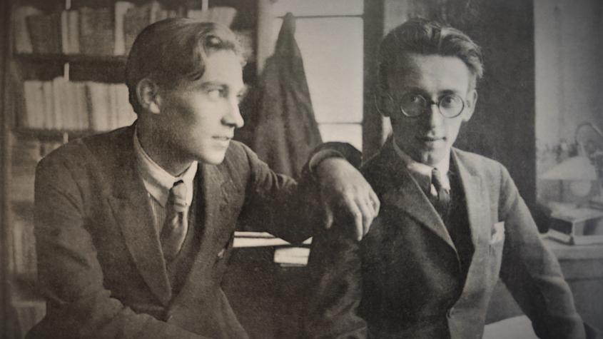 Otakar Mrkvička mladší byl nadaný malíř, ilustrátor, scénograf i divadelník