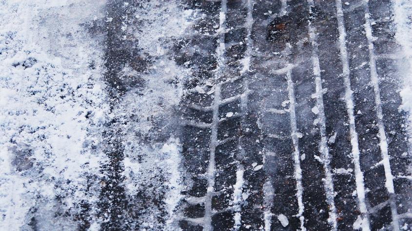 Meteorologové varují: Silnice budou klouzat, hrozí ledovka a námraza