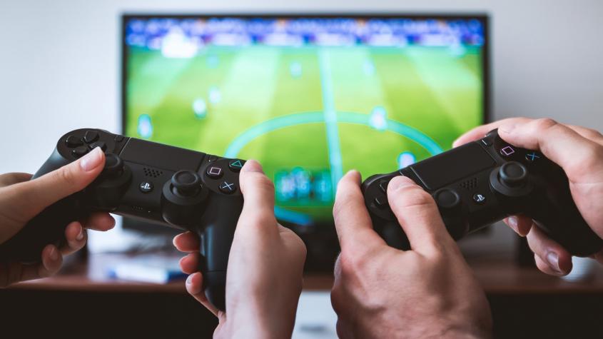Herní konzole, webkamery nebo lednice. Letos jsme investovali do domácností