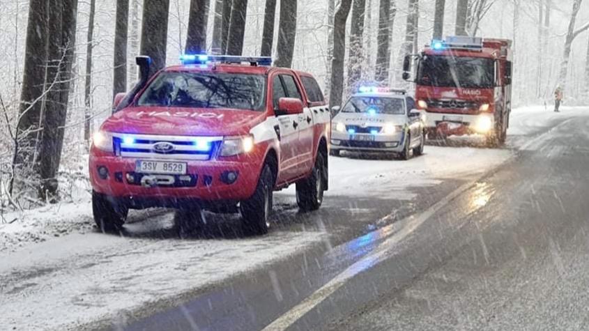 ON-LINE: Dopravu komplikuje sníh, na Příbramsku může napadnout až 10 centimetrů