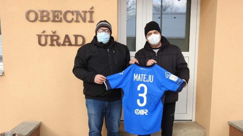 Startuje aukce fotbalového dresu Aleše Matějů, výtěžek pomůže rodině z Ohrazenic