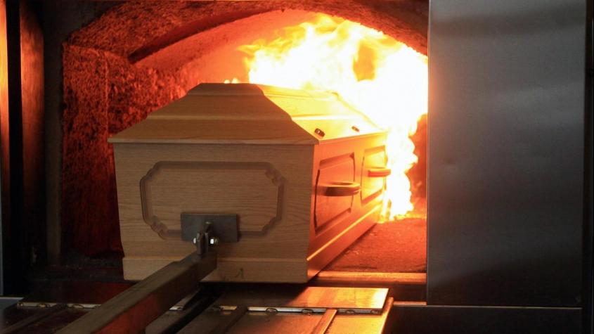 Vláda na 10 dní zakázala dovoz těl ze zahraničí ke kremaci v ČR