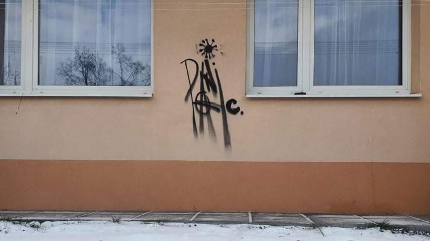 Příbram má nezvané umělce. Sprejeři poničili fasády několika domů