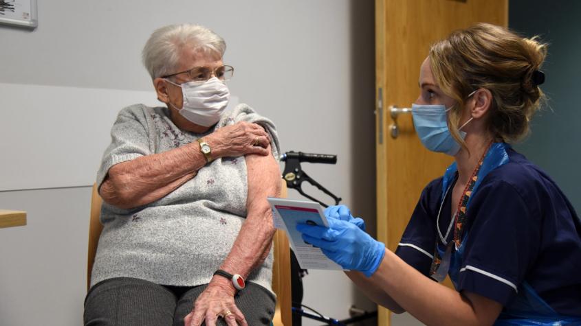 Příbram zřídila zelenou linku pro seniory, kteří chtějí poradit s očkováním proti covidu