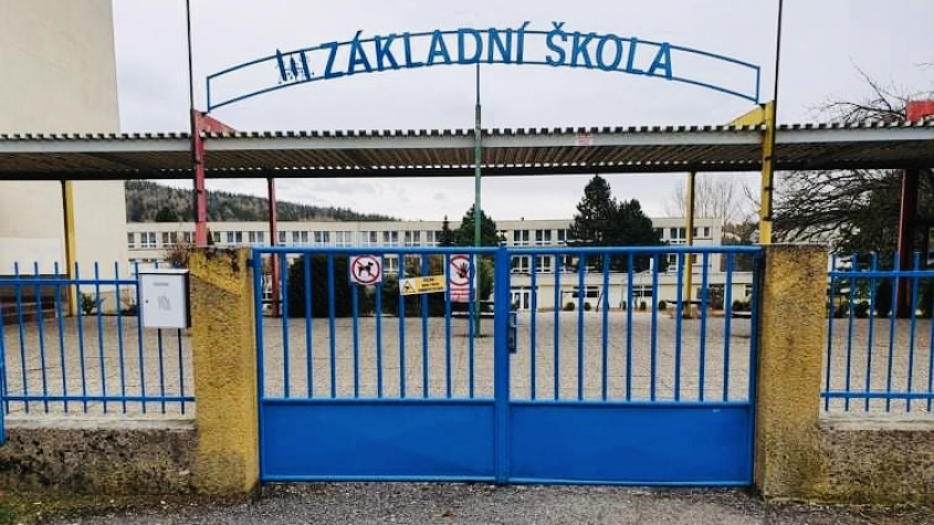 Školy budou v současném režimu pokračovat i příští týden