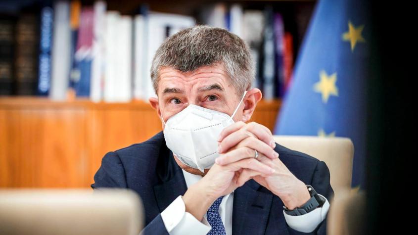 Vláda uvažuje o povinných respirátorech v obchodech a MHD