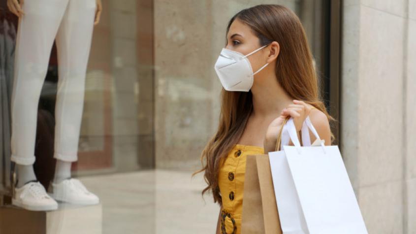 Vláda se zavedením povinných respirátorů čeká kvůli ceně
