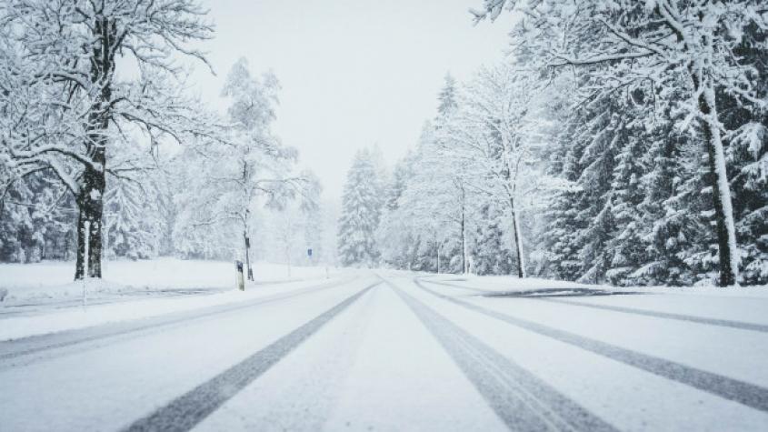 Sníh a ledovka výrazně komplikují dopravu v celé ČR