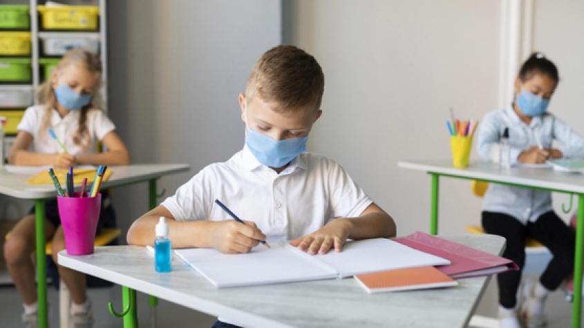 Školy budou fungovat ve stejném režimu jako dosud. I bez nouzového stavu