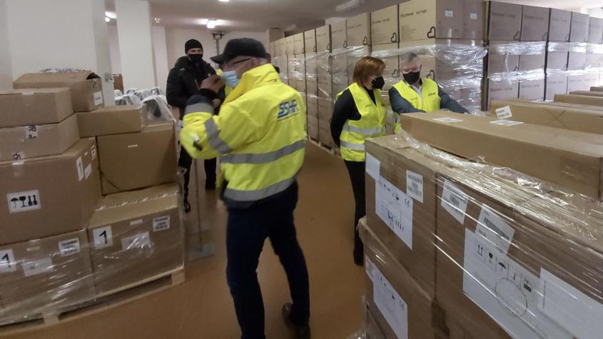 Ve skladu hmotných rezerv v Sedlčanech je osm milionů stříkaček, jehly dorazí v březnu