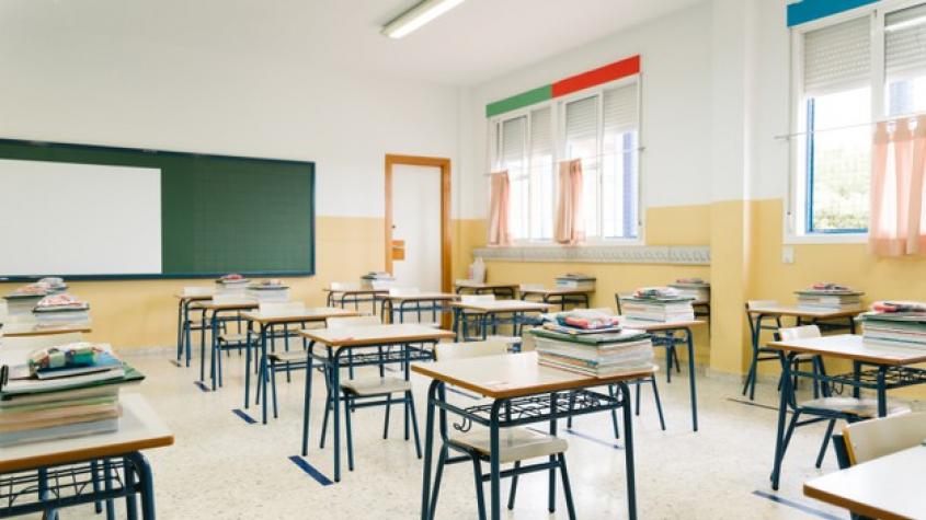 Vláda počítá s uzavřením škol, školek a dětských skupin
