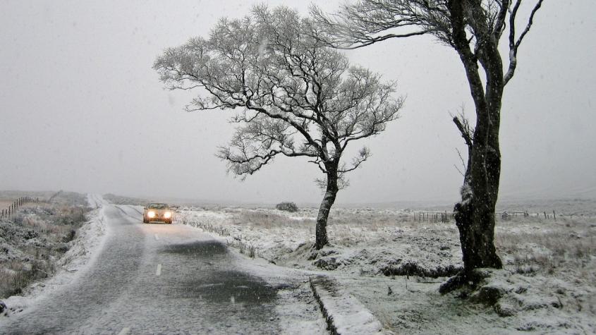 Pondělí bude velmi větrné a přinese sníh