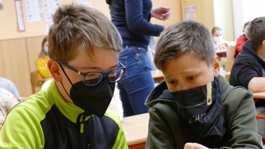 Středočeský kraj od tohoto týdne testuje část dětí ze speciálních škol cucacími PCR testy