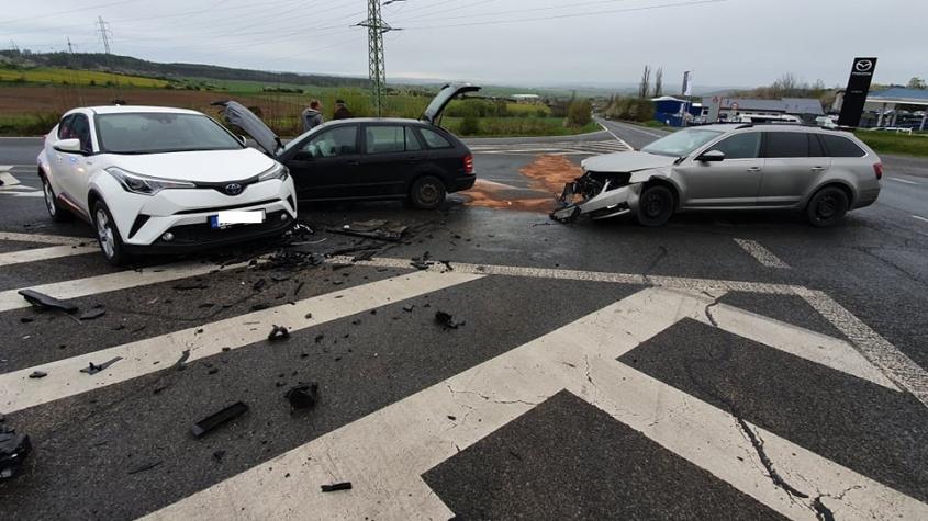 Na výjezdu z Příbrami havarovala tři auta, nikdo se nezranil