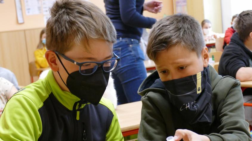 Školy ve středních Čechách získají chybějící testy na covid-19 z rezerv