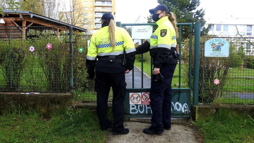 Kvůli bezpečnostní hrozbě jsou v Příbrami mateřinky pod dohledem státní i městské policie