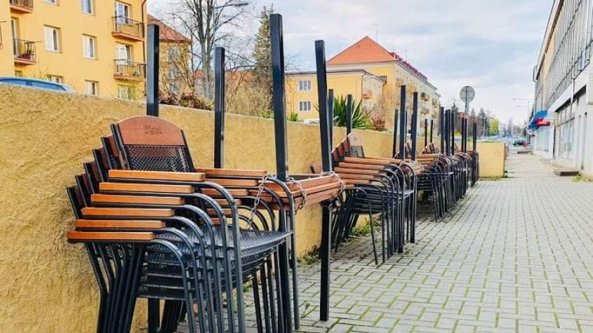 Zahrádky restaurací budou moci pro testované hosty otevřít 17. května