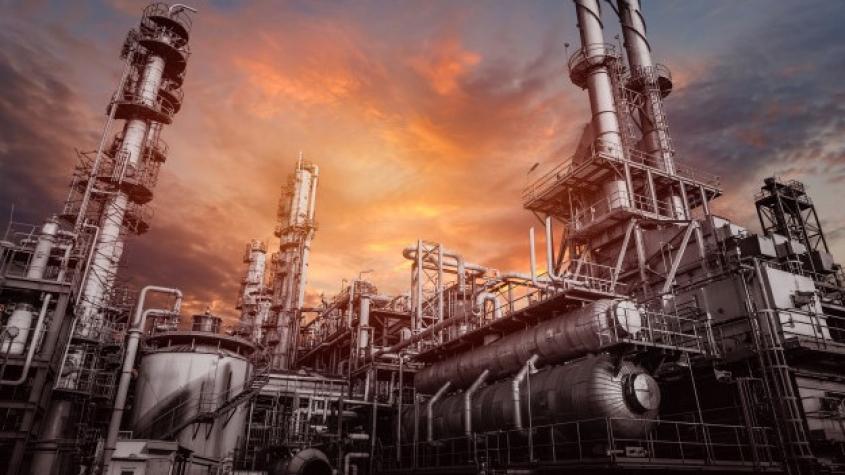 Poptávka po ropě se letos bude zvyšovat rychleji než nabídka