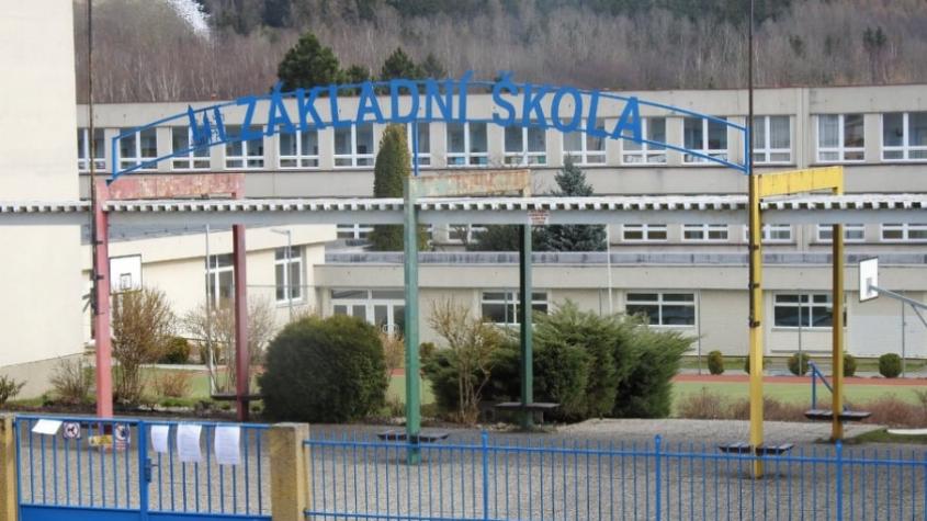 Plošné uzavření škol a školek v dubnu bylo nezákonné, řekl správní soud