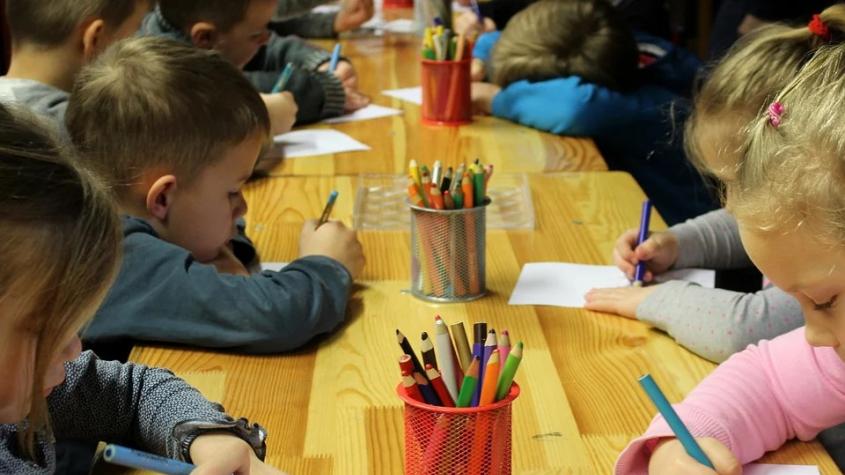 Ve většině škol se smí učit bez roušek, na kulturu může až 2000 lidí