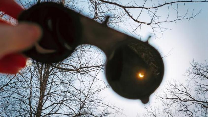 Nebeská podívaná: Dnes bude částečné zatmění Slunce, nejvýše položené do roku 2179