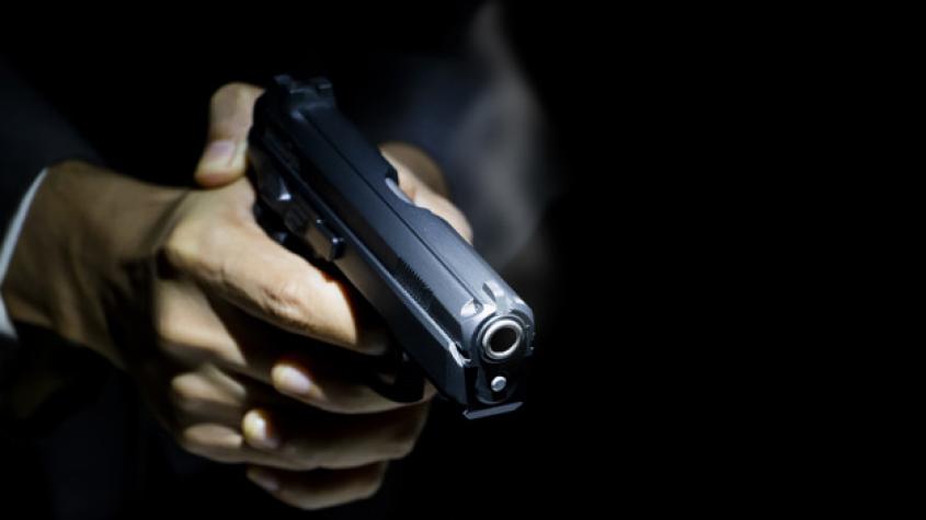 Poslanci schválili ústavní zakotvení práva bránit život se zbraní v ruce