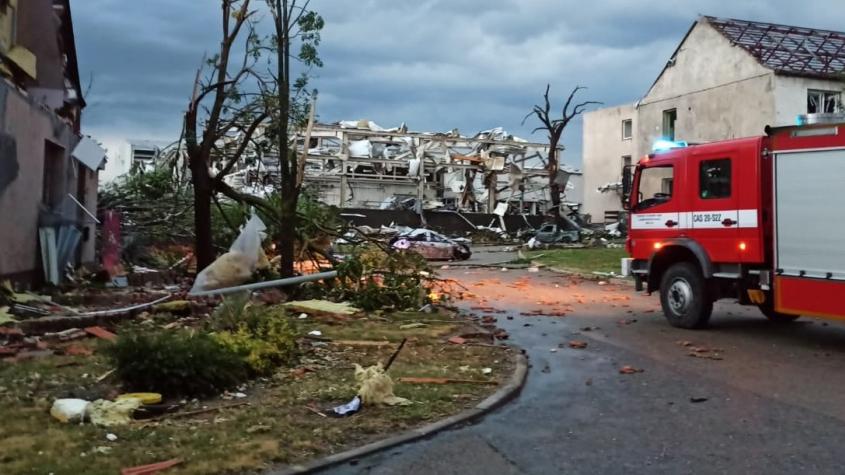 Škody po bouřích budou až stovky milionů, sbírky vznikají po celé zemi