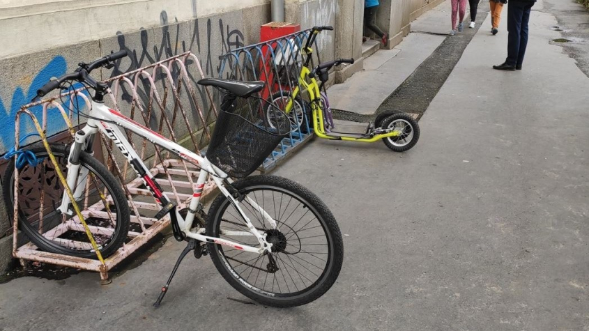 Jezdit na kole je trapné i nebezpečné, míní žáci