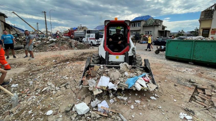 Doosan Bobcat pomáhá v tornádem postižených obcích