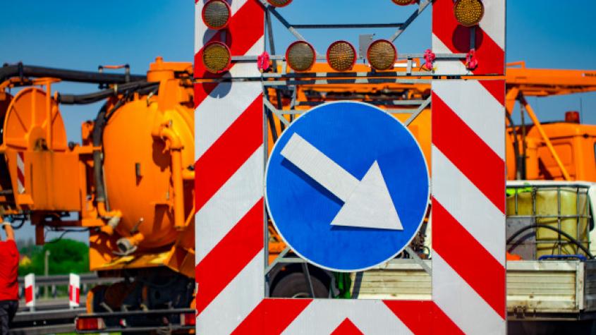 Oprava silnice mezi Milínem a Chrašticemi má být hotová do úterý