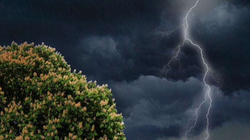 O víkendu hrozí další silné bouřky a vzestupy hladin, varují meteorologové