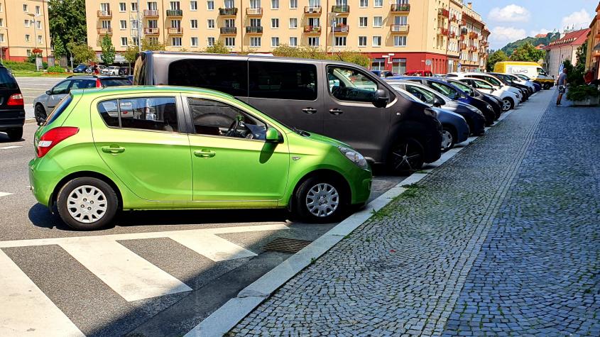 Na sídlišti budou v budoucnu parkovací zóny, mají pomoct rezidentům