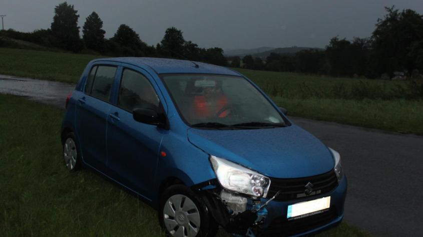 Policisté hledají svědky nehody dvou vozů u obce Štíleček na Sedlčansku