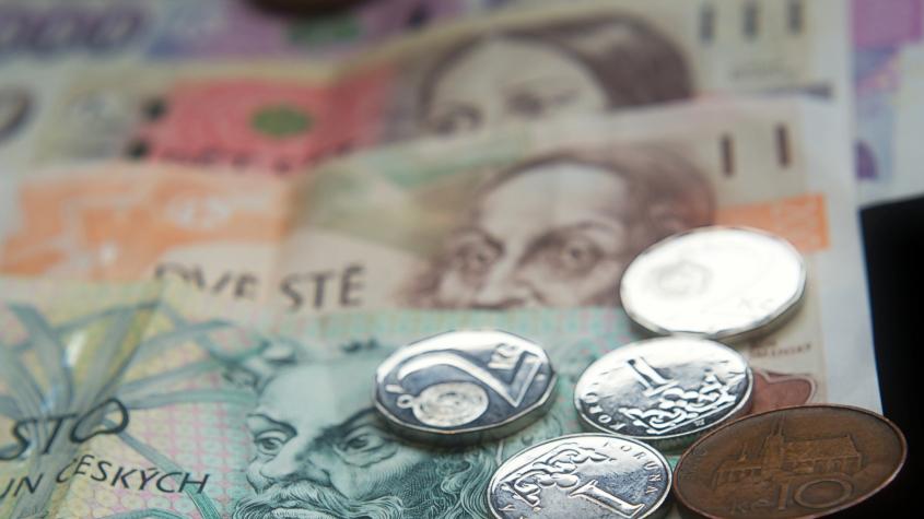 Přídavky na děti se zvýší a vzroste daňová sleva, novelu podepsal Zeman