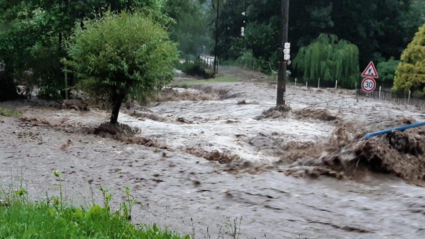 Meteorologové varují: Ženou se bouřky s přívalovými dešti a kroupami