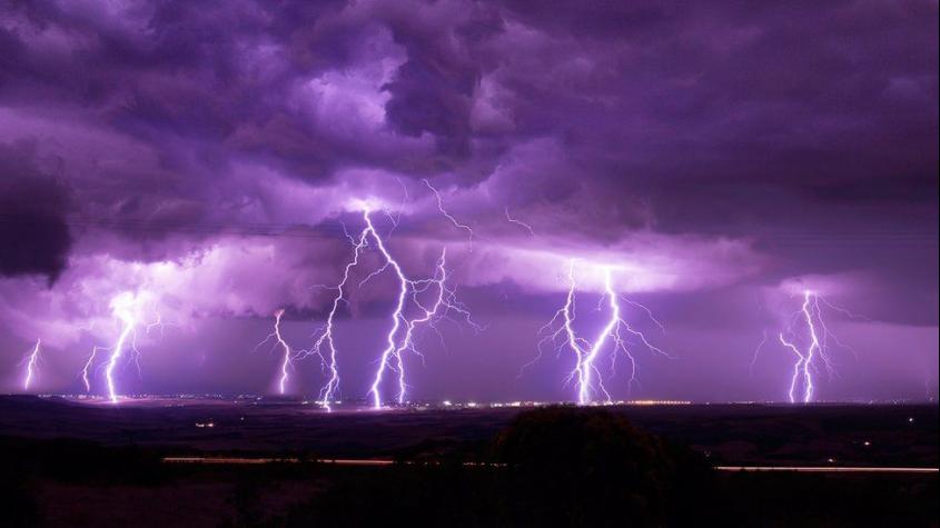 V bouřkách může spadnout až 80 milimetrů srážek, hrozí povodně