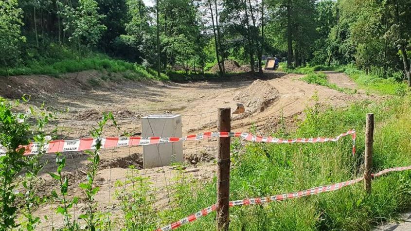 Práce na revitalizaci Čekalíkovského rybníka pokračují, vyroste zde relaxační zóna
