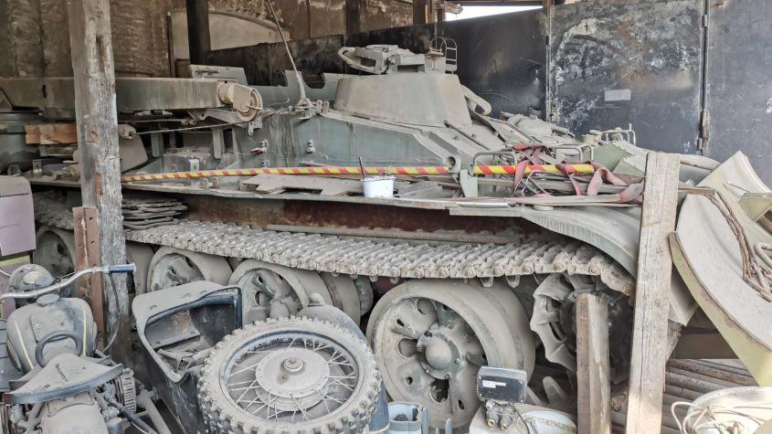 Skončila zbraňová amnestie. Ve Středočeském kraji lidé odevzdali vyprošťovací tank i obrněný transportér