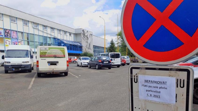 Z důvodu umístění hokejové fanzóny bude ve čtvrtek uzavřeno parkoviště u sportovní haly