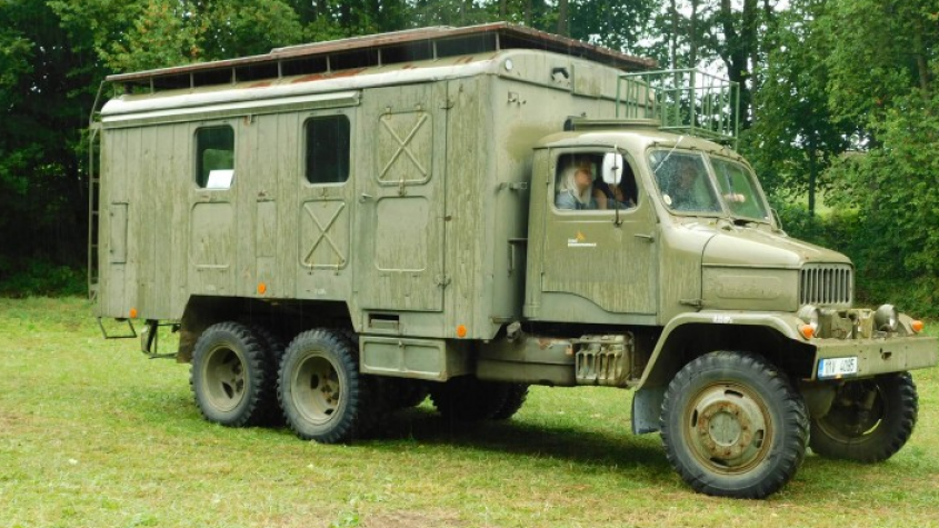 Tihle krasavci se neokoukají. Historická a vojenská vozidla zamíří do Rožmitálu