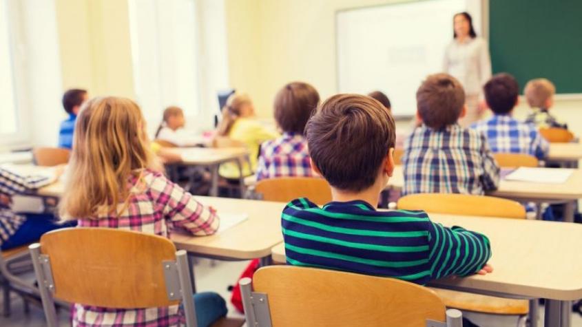 Vláda by měla analyzovat nynější pozitivní testy dětí i loňské testování