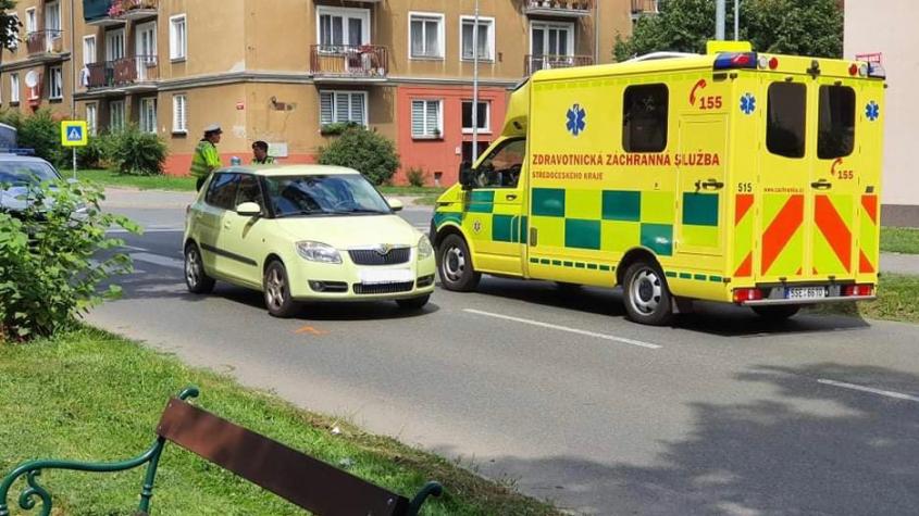 V Příbrami srazilo auto chodkyni, utrpěla lehké zranění