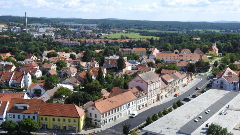 Město Dobříš zpoplatnilo parkování před sportovní halou