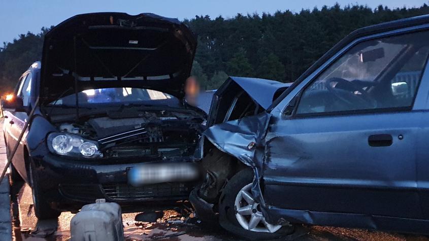 Hlavní tah na Sedlčany uzavřela nehoda tří aut na Vesteckém mostě, tři zranění