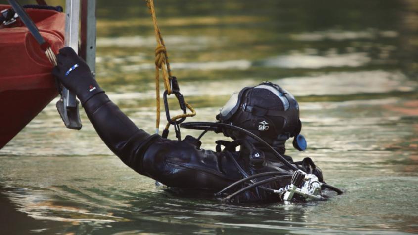 Žena se obávala o život svého muže. Policisté do kempu povolali potápěče, pohřešovaný jen plaval za hudbou