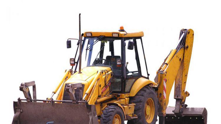 Traktor přetrhl kabely telefonního vedení
