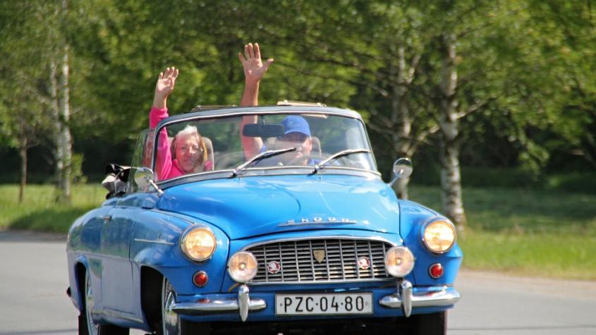 Ze Zbraslavi dnes odstartuje slavný závod historických vozidel