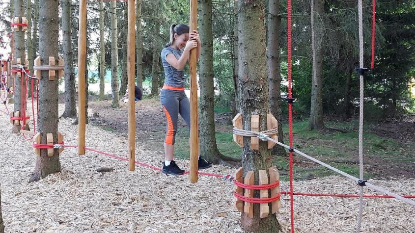 Na novém lesním hřišti v příbramské osadě Kozičín se mohou vydovádět malí návštěvníci CHKO Brdy